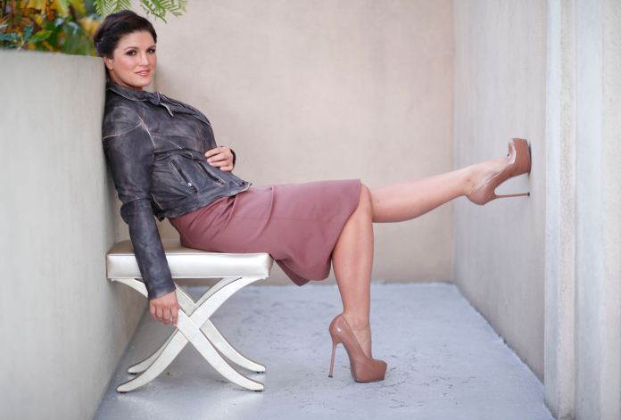 """MMA fighter and actress Gina Carano poses for a portrait while promoting the film """"Haywire"""" in Beverly Hills"""