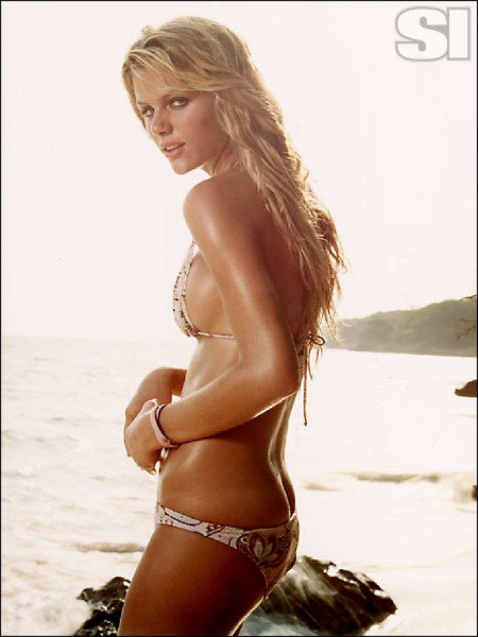 brooklyn-decker-sexy-bikini
