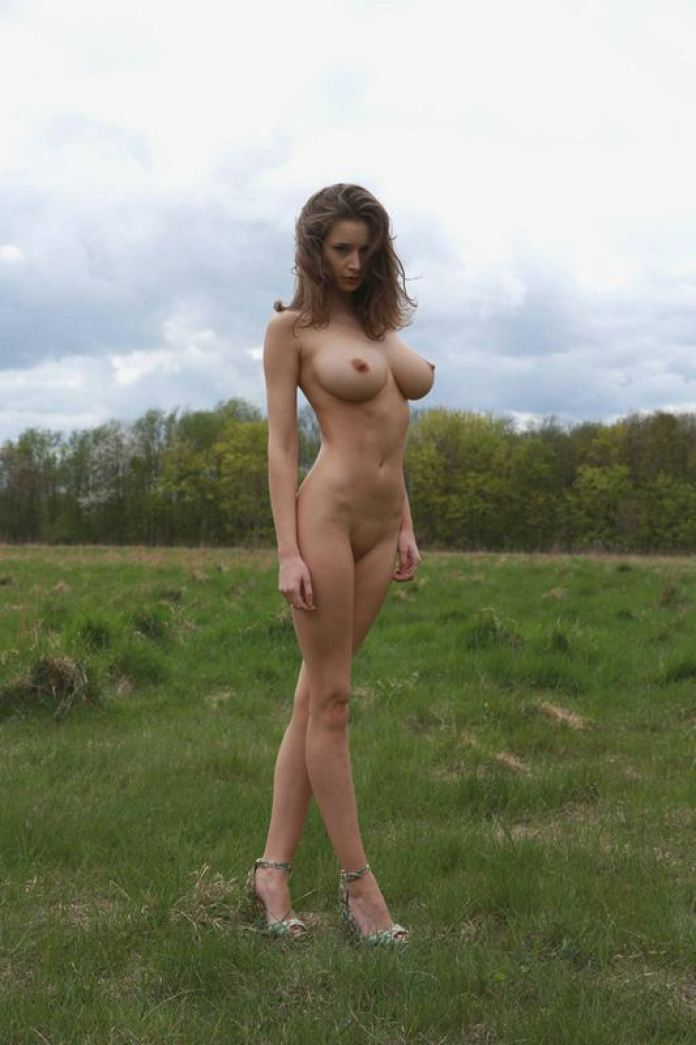Emily-Shaw-naked-in-nature-kanoni-5