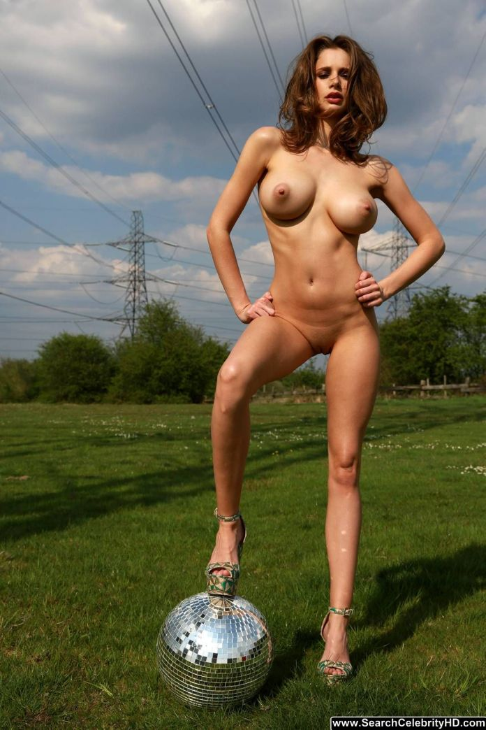 big+naturals_big+tits_celebrity_Emily+Shaw_public+nudity_puffy_searchcelebrityhd_skinny_3