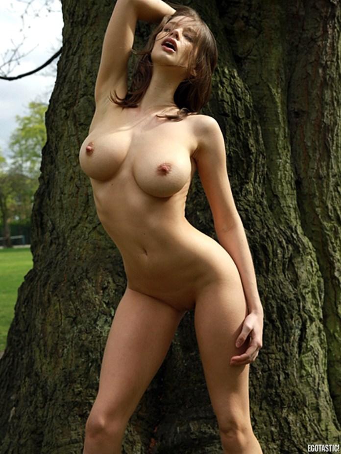 emily-shaw-mike-dowson-nude-photoshoot-08-900x1200