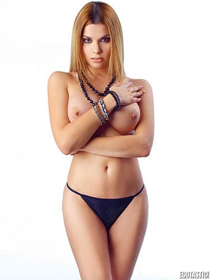 maria-lapiedra-topless-in-interviu-20-600x800