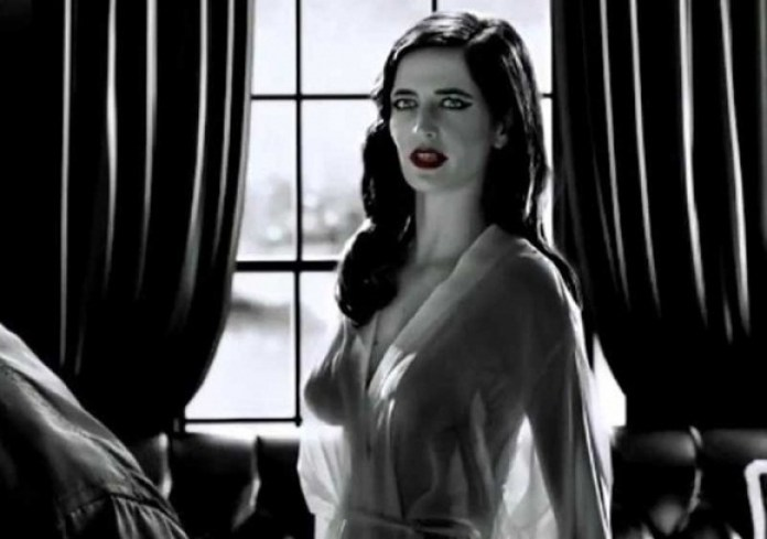 Eva-Green-Topless-in-Sin-City-A-Dame-to-Kill-For-08-580x435