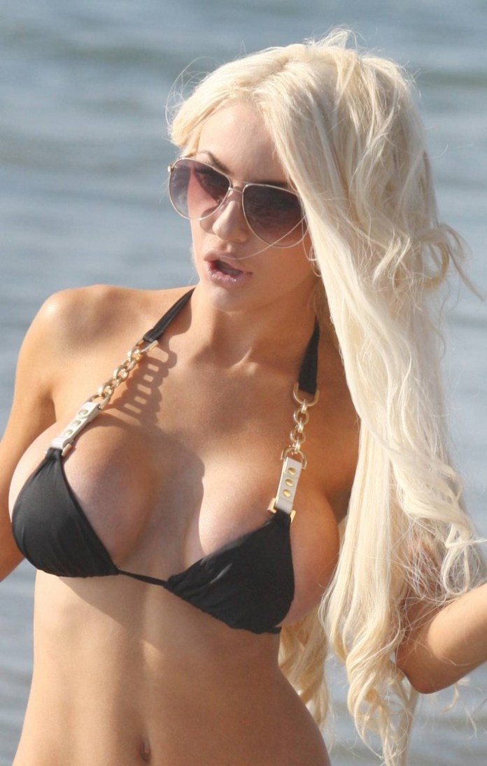 courtney-stodden-ass-and-boobs-in-bikini-24