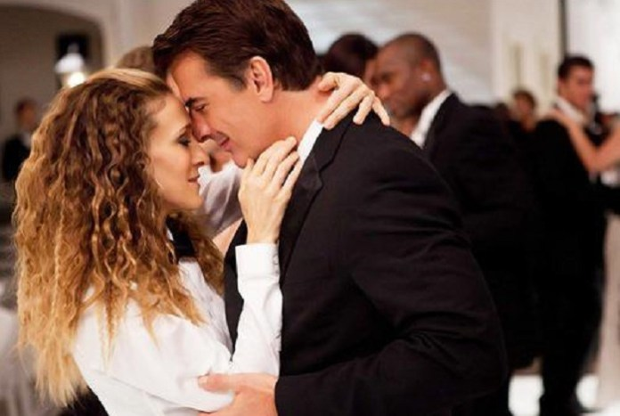 blonde-carry-bradshow-couple-kiss-love-Favim.com-343177