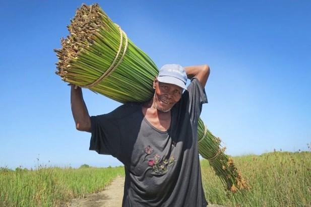 man carrying vundro