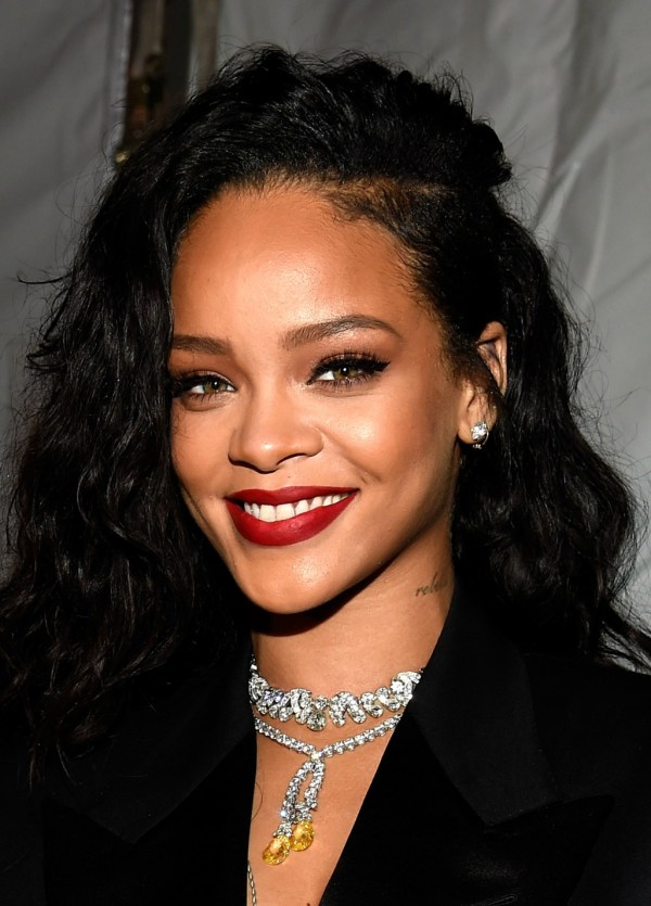 Celebrity Photo: Rihanna Attends DirecTV Super Saturday Night