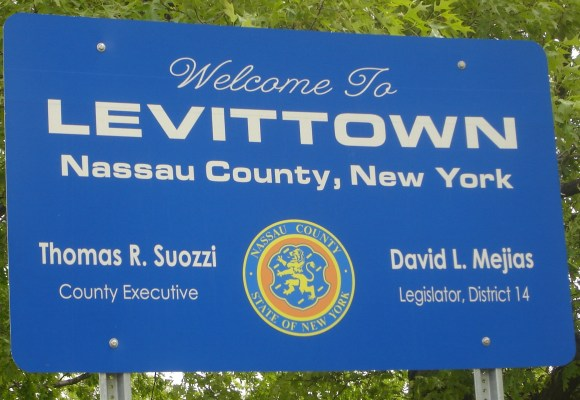 Welcome_to_Levittown_sign