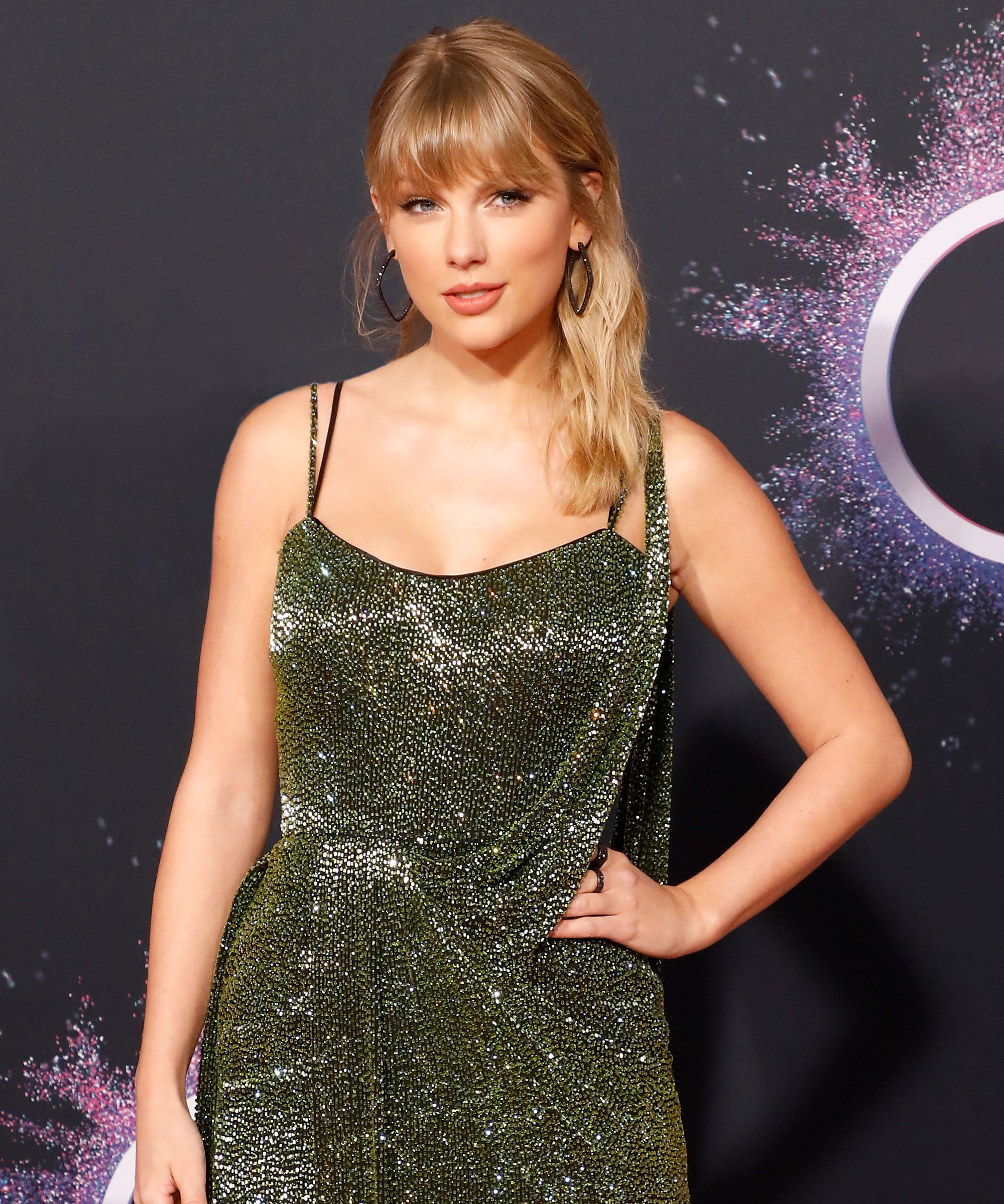 Taylor Swift Covers British Vogue In Bored Holiday Look