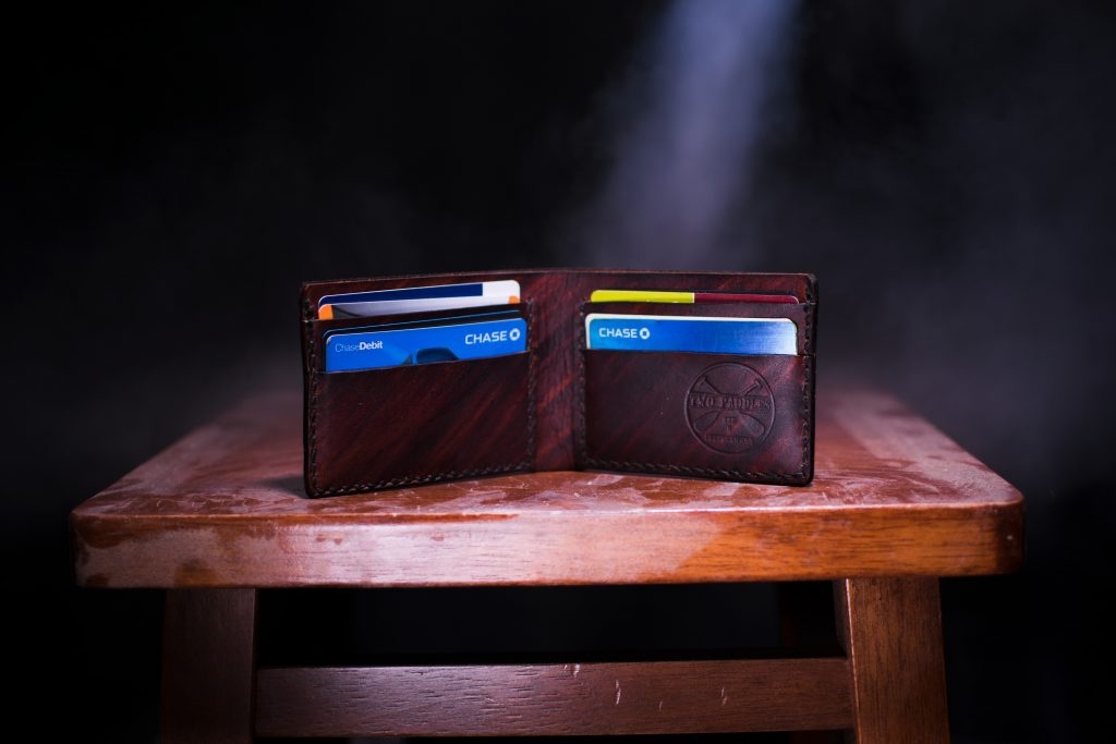 benefits and disadvantage of using a credit card