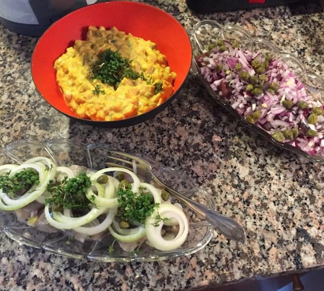 Sild og hjemmelavet karrysalat