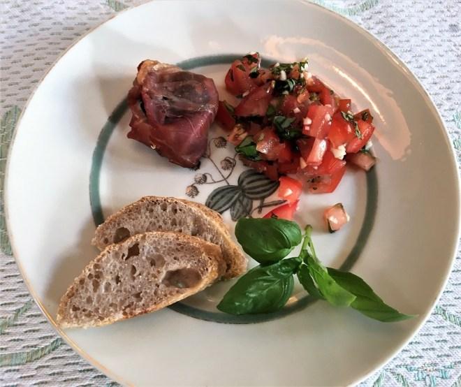 Tapas med skinke, gedeost og tomat