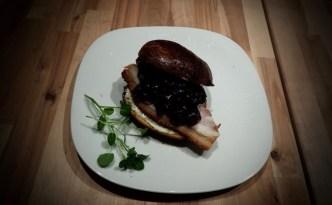 Flæskestegsburger på brioche