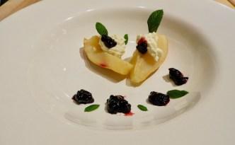 Pæredessert med Gorgonzola og brombær