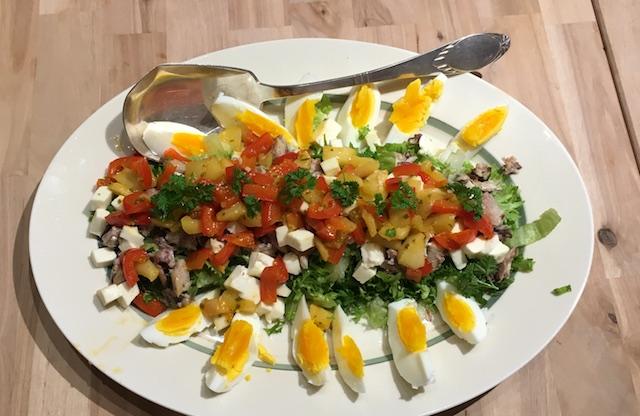 Salat med sardiner og mozarella