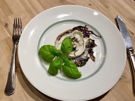 Tapas med gedeost og radiccio-salat