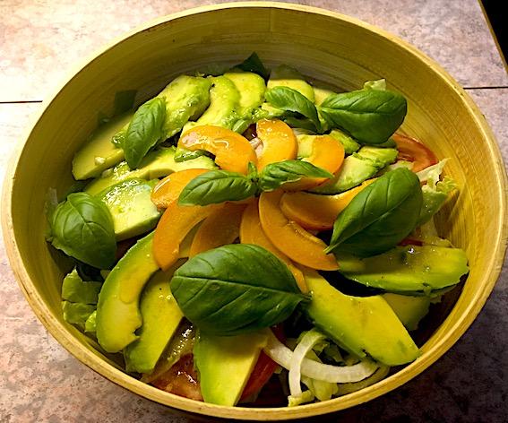 Salat med avocado og abrikoser