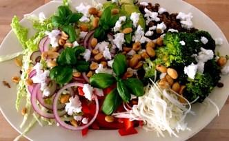 Fyldig salat med grønne linser