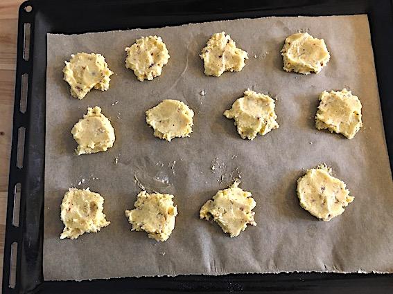 Ingefaer cookies på plade.