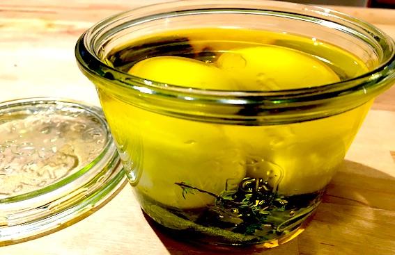 Æg i olivenolie med salvie og timian