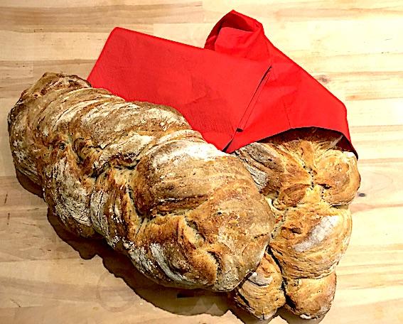 Flettet surdejsbrød med oregano