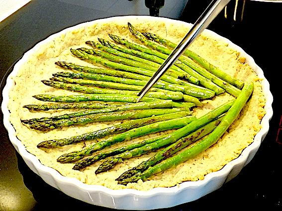 Grøntsagstærte med grønne asparges