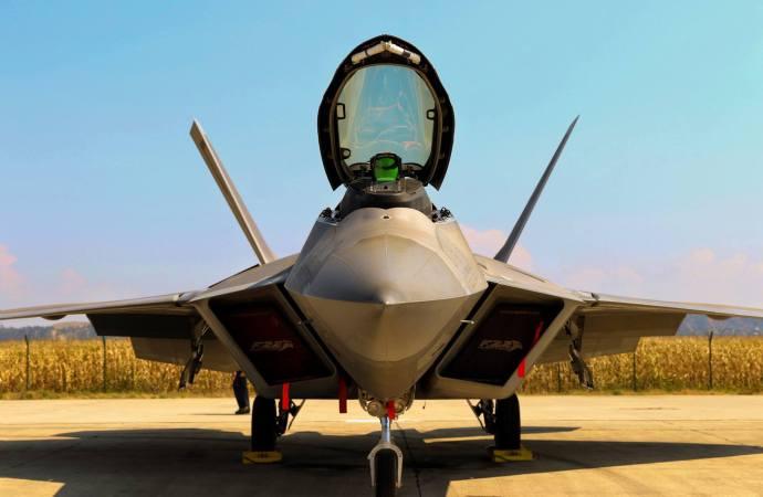 Unele dintre cele mai tari avioane de luptă din lume au aterizat la Câmpia Turzii