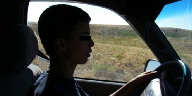 Minor de 15 ani din Câmpia Turzii prins de polițiști la volanul mașinii