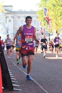 Reading osteopath Rob Bryson completes London Marathon in awesome time