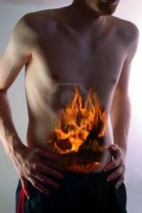 Illustration imagée d'un patient masculin souffrant de brûlures d'estomac sévères