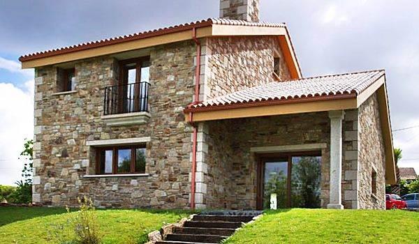 Fachadas de ladrillo y piedra con estilo r stico for Zocalos de fachadas fotos