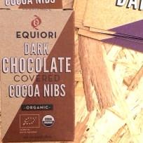 Schokolierte Kakaonibs von der kolumbianischen Firma Equinori versprechen eine Megadosis Kakao-Glücks-Botenstoffe.