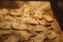 Knusprige Maniok-Chips im Ofen backen