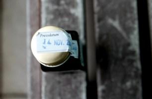 Schwarzkümmelöl wird jede Woche von dem Team um Jörg Altmann frisch gepresst.