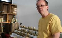 Michael Bauer imkert zum Teil auf Hamburger Hoteldächern