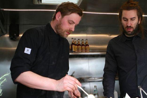 Bei der Arbeit: Hagen Schäfer und Kollege