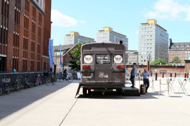 Meatwagen vor der Hamburger Zentralbibliothek
