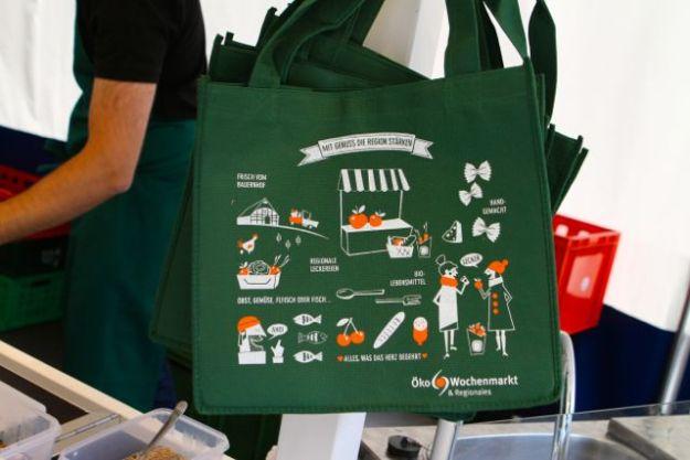 Zur 25-Jahres-Feier - praktische Beutel vom Öko-Wochenmarkt