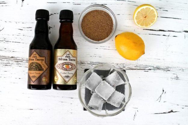 Zwei Bitters, zwei Sommerdrinks - dazu Eis, Zitrone, Ursüsse oder Kokosblütenzucker