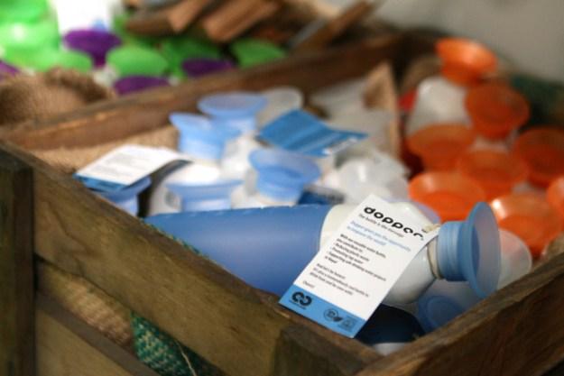 Cradle to Cradle, kurz C2C, zertifiziert Produkte - hier ein To-Go-Wassergefäß von dopper. Damit kannst du dir Plastikflaschen schenken