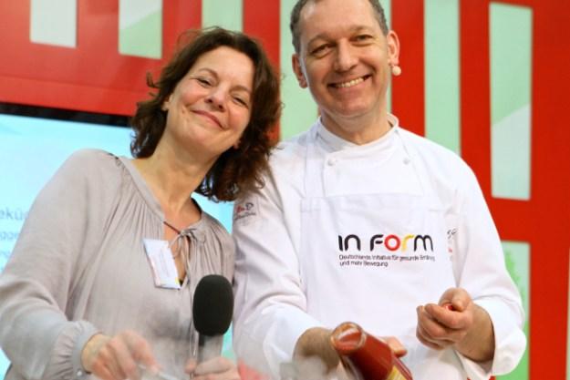 Edda Dammmüller, WDR, moderiert charmant die IN FORM-Kochshow von Alfred Fahr