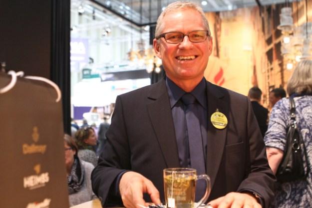 Rudolf Krapf ist der Teespezialist der Firma Dallmayr