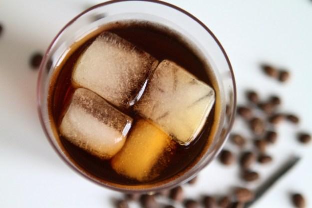 Eiswürfel gehören erst ganz zuletzt in einen Cold Brew