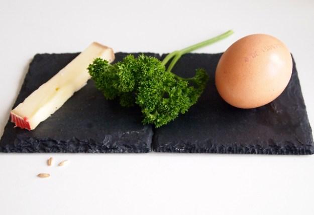 Käse, Petersilie, Eier - sie alle enthalten mehr oder weniger die drei Detox-Aminosäuren Glycin, Cystein oder Glutaminsäure