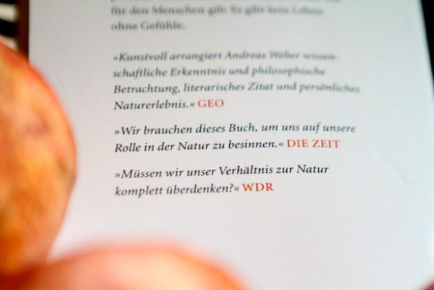 Empfehlenswert: »Alles fühlt« von Andreas Weber. Tipp: Antiquarisch als Taschenbuch kaufen; erschienen 2007 beim Berlin Verlag