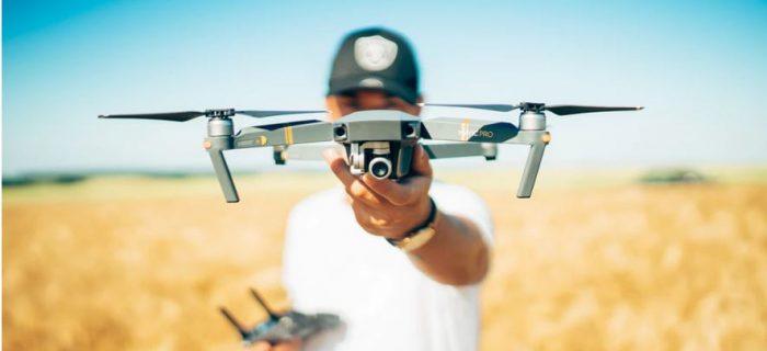 ragzzo di 15 anni con drone