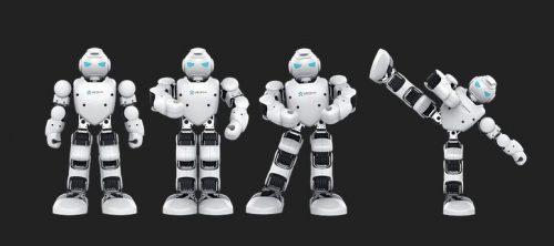 giocattoli robot umanoidi che compiono movimenti realistici