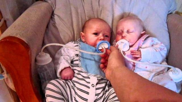 manos libres para bebé alimentado a gemelos