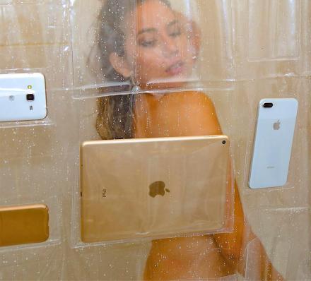 cortina con bolsillos para sostener celulares y dispositivos