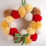 Corona de Adviento DIY con pompones de lana